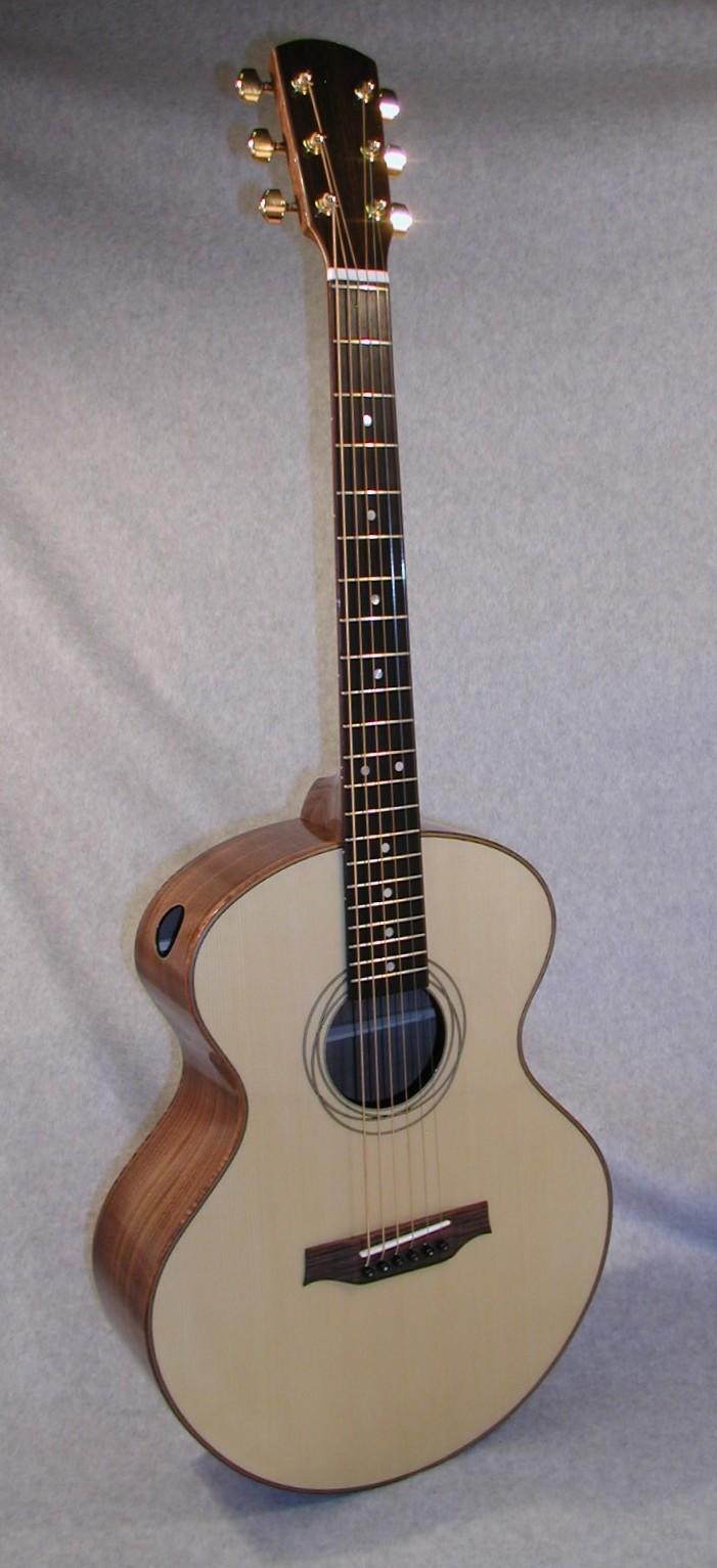 MinstrelF10-Crop-Guitar-Luthier-LuthierDB-Image-1