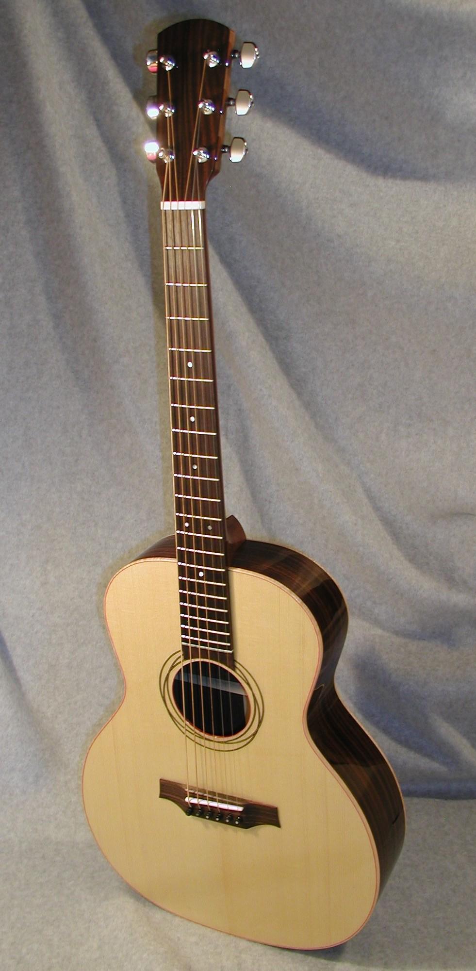 SerenadeF03-Crop-Guitar-Luthier-LuthierDB-Image-2